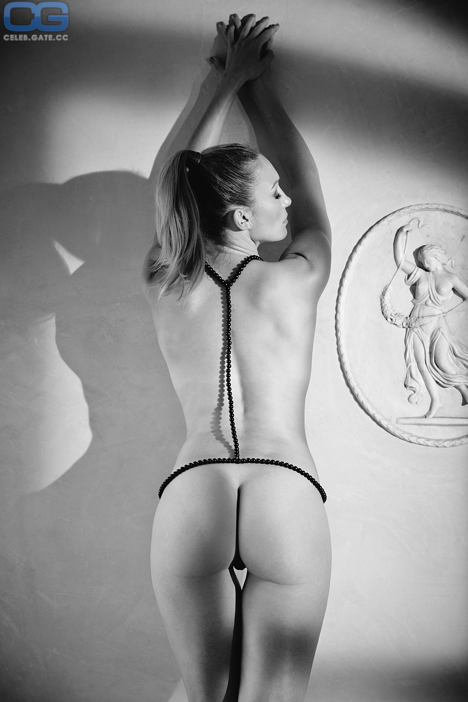 Christine Theiss Nackt