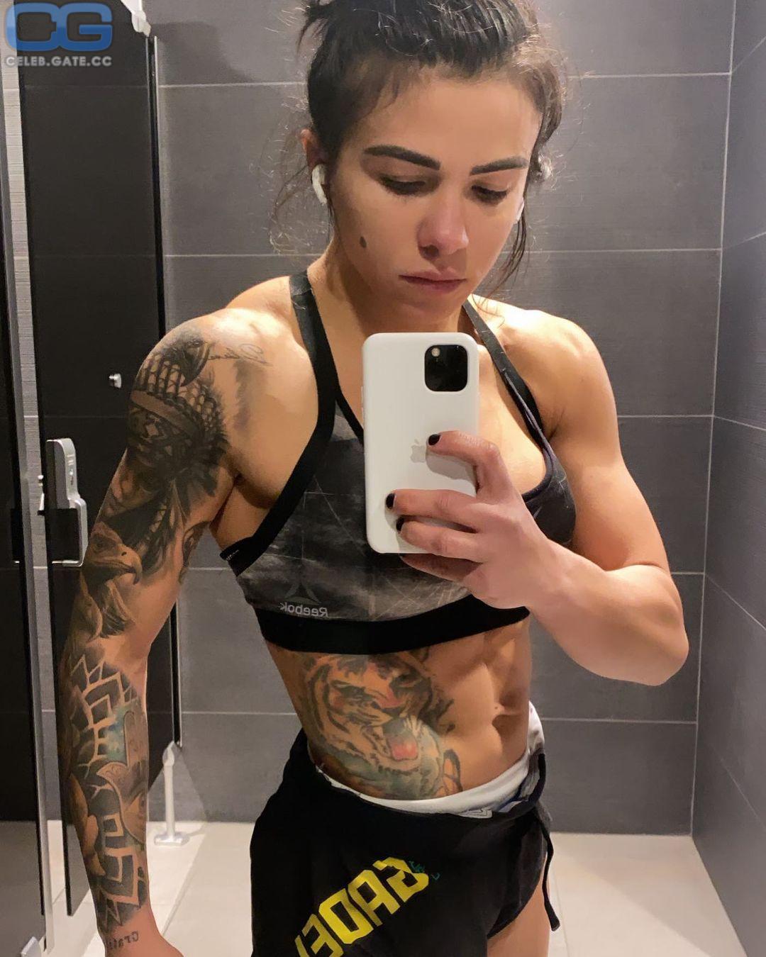 Claudia Gadelha  nackt