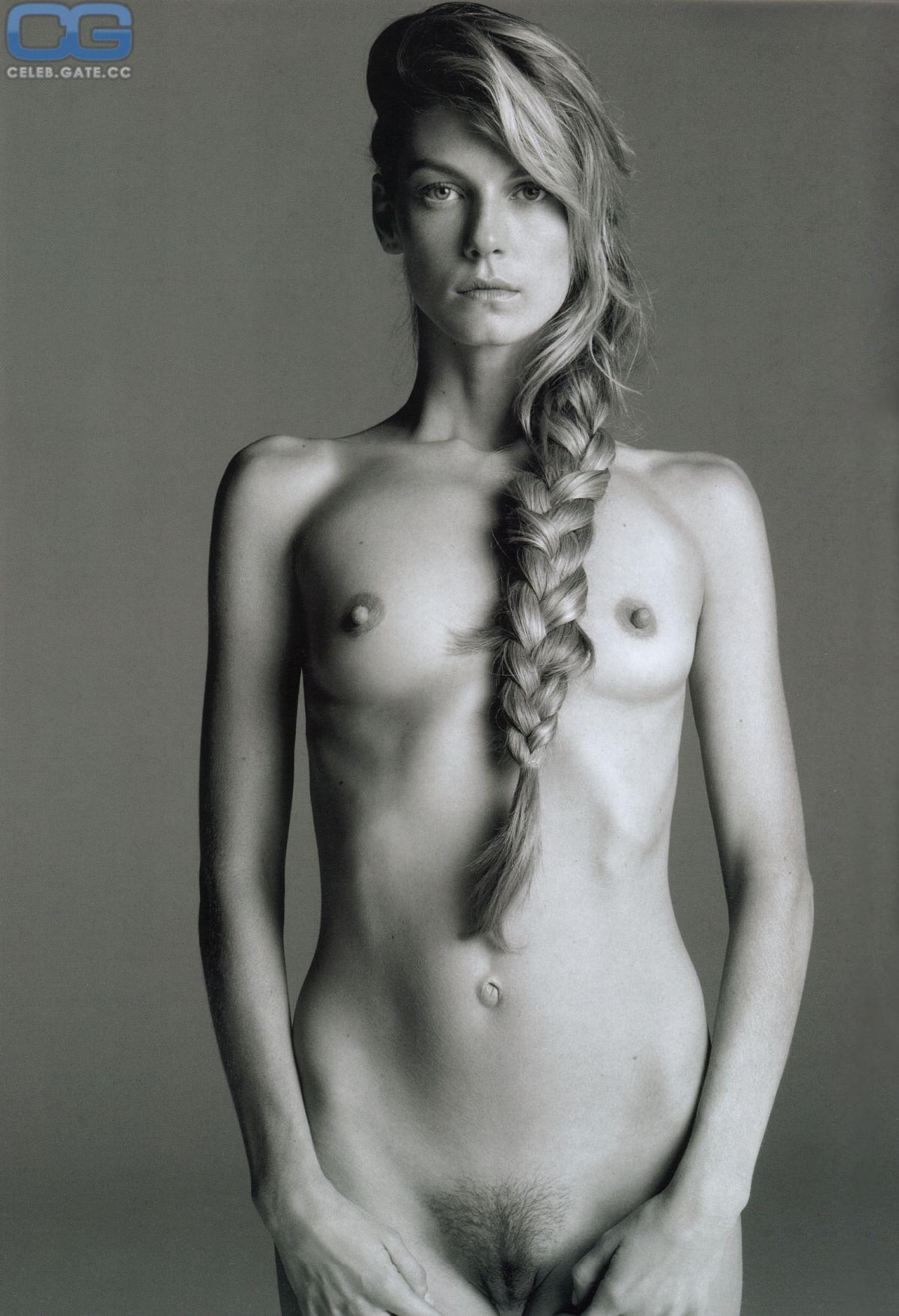 Angie Gray  nackt