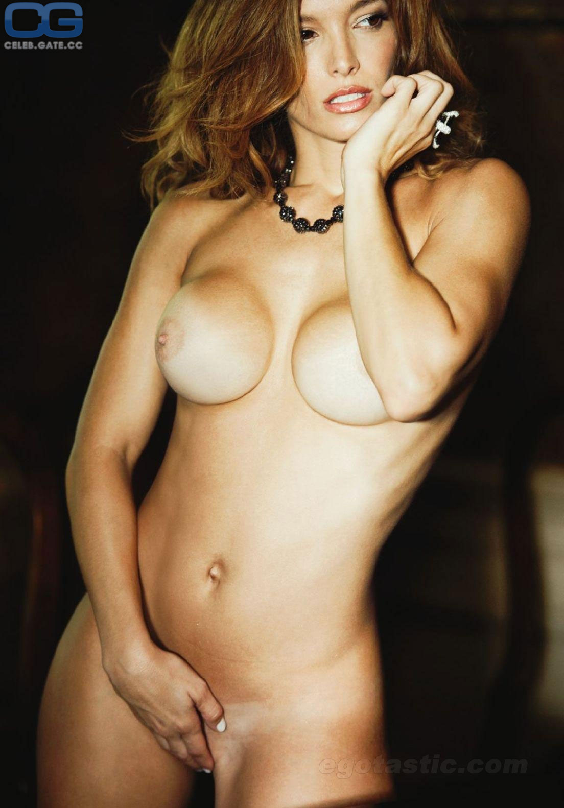 Claudia Thompson  nackt