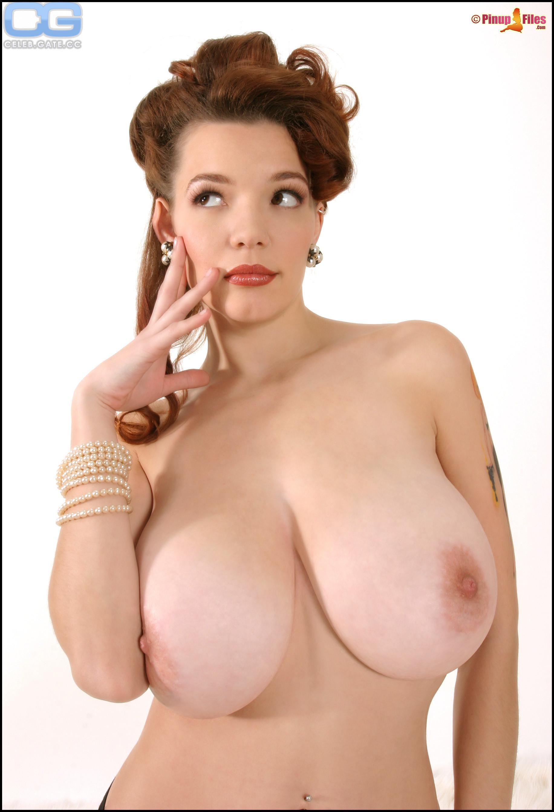 Danielle nackt Riley Danielle derek