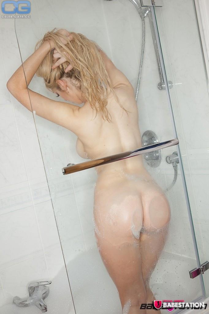 Nackt delia rose Delia Porno