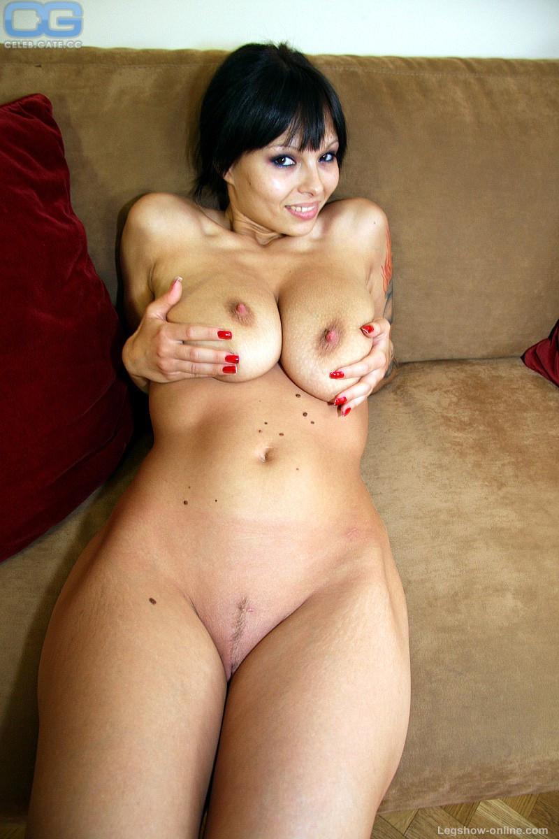Dominno Nude