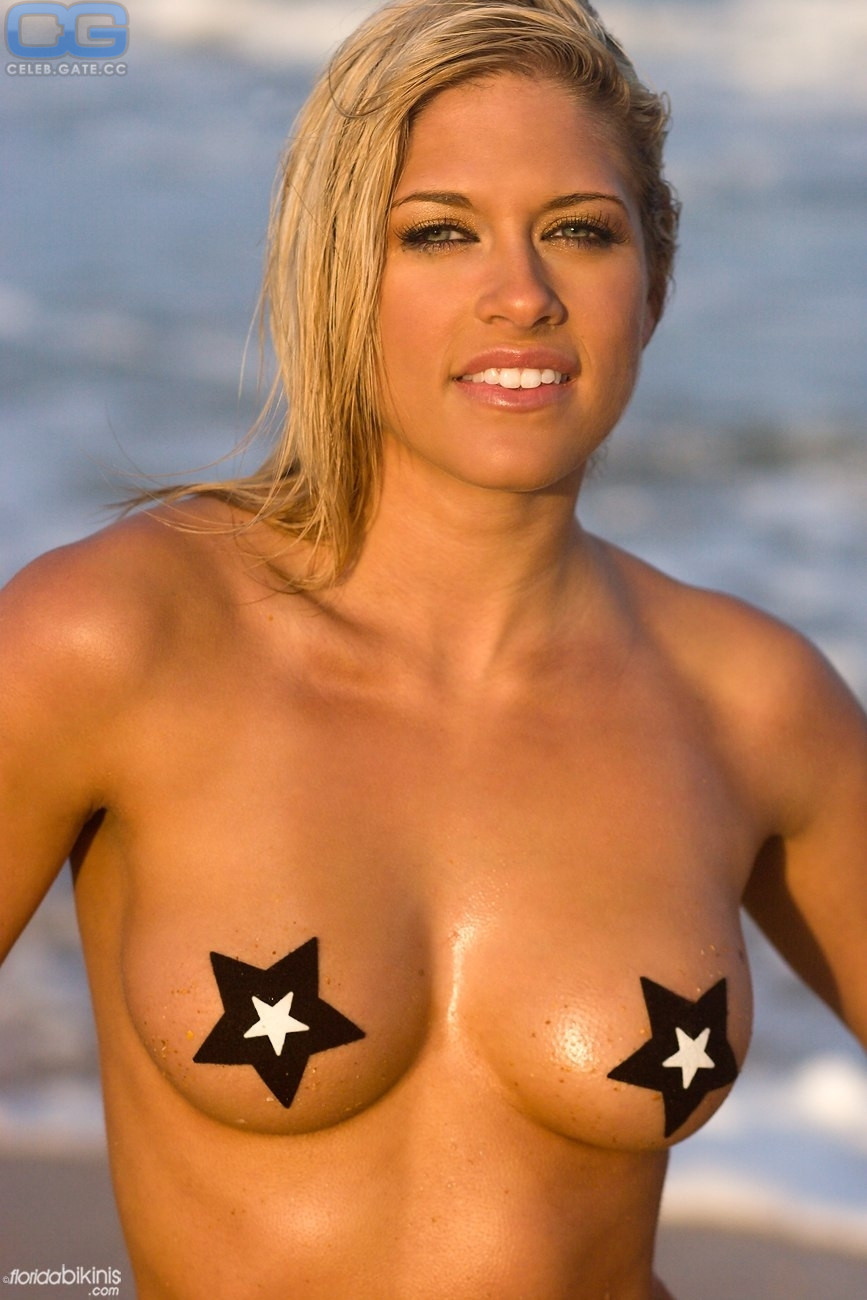 Kelly kelly pictures nude