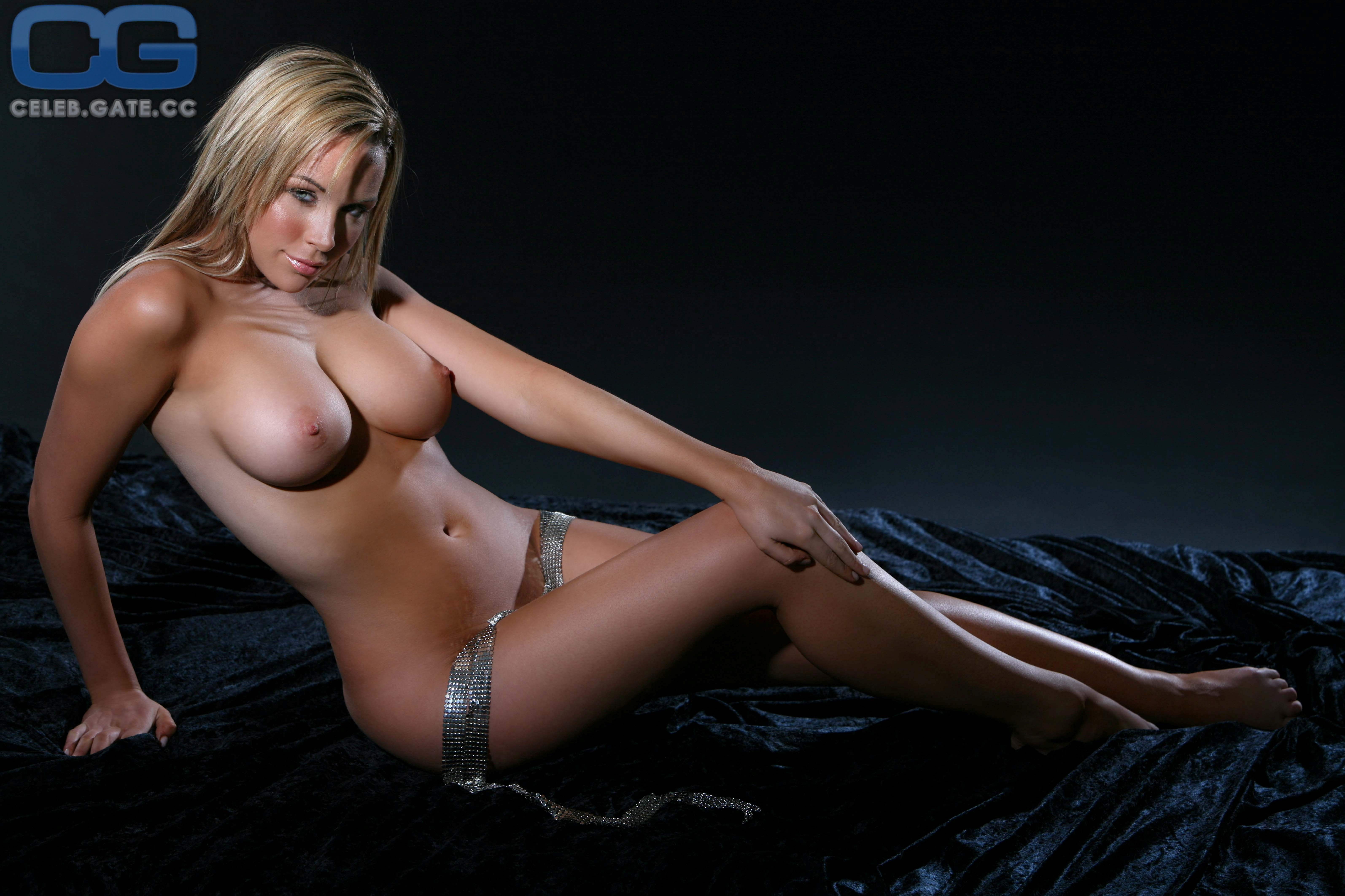 Emily Scott  nackt