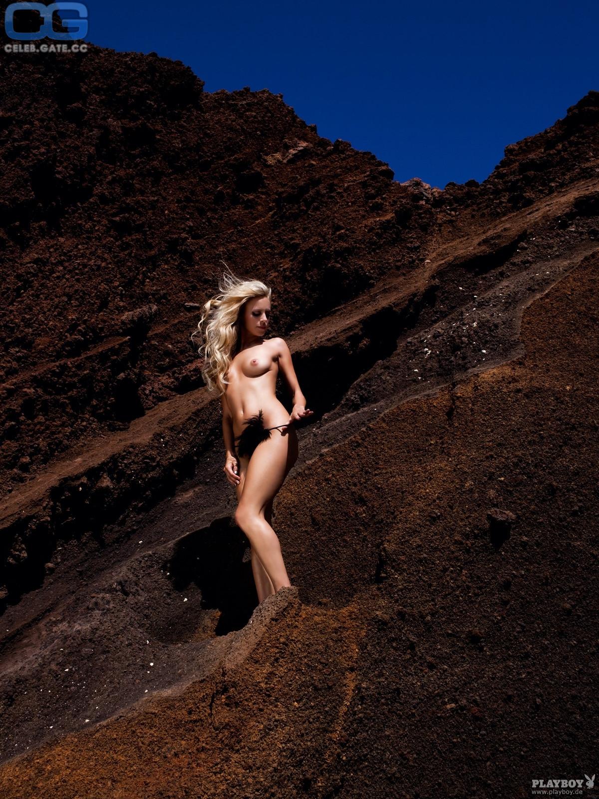 Miriam Pede Nude