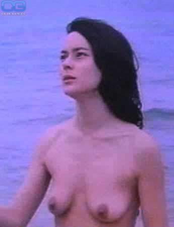 Meg Tilly  nackt