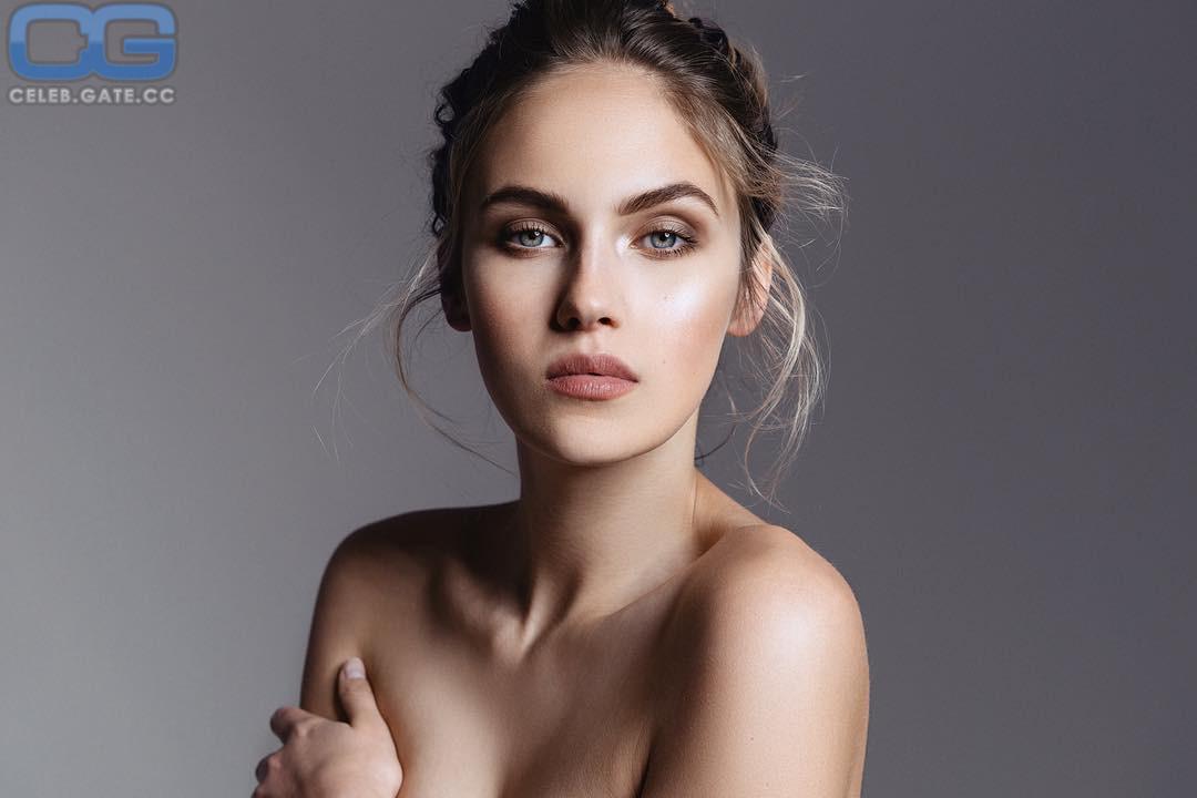 Nude elena carriere Elena Carriere
