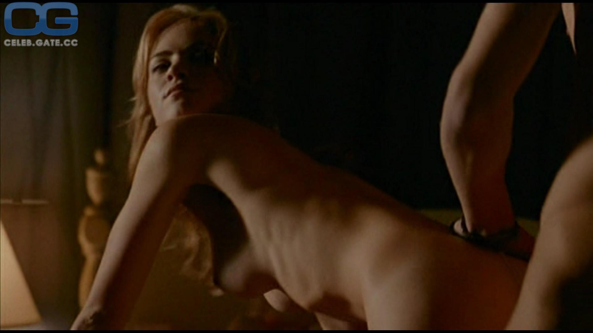 Wickersham nackt emily Emily Wickersham