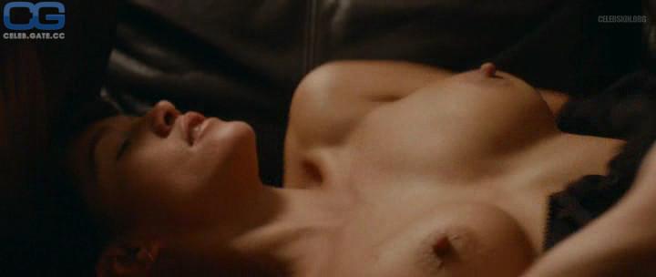 Emma de Caunes  nackt