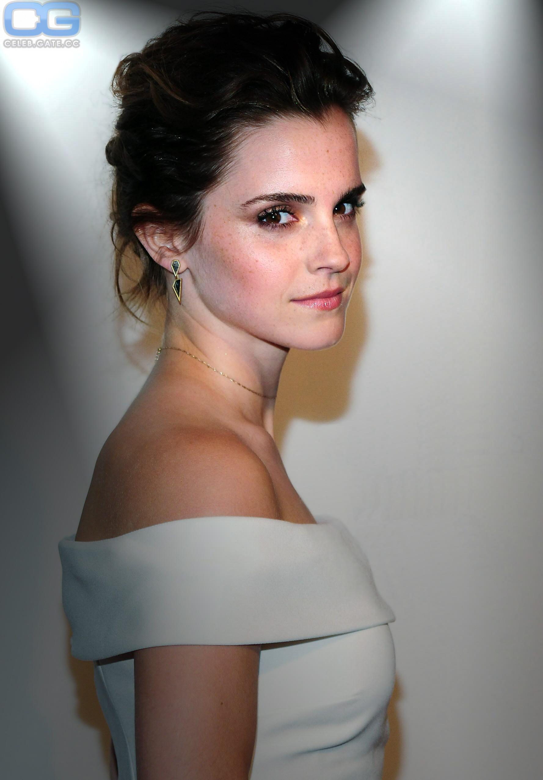 Watson fakes emma nackt Emma Watson: