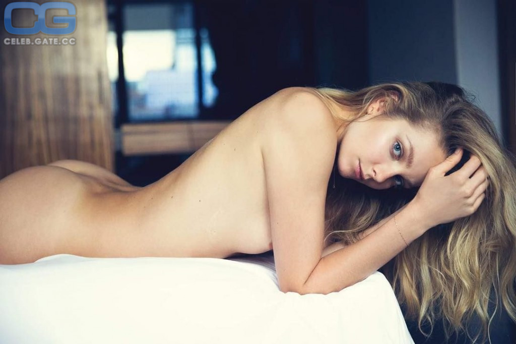 Mihalik nackt eniko Eniko Mihalik