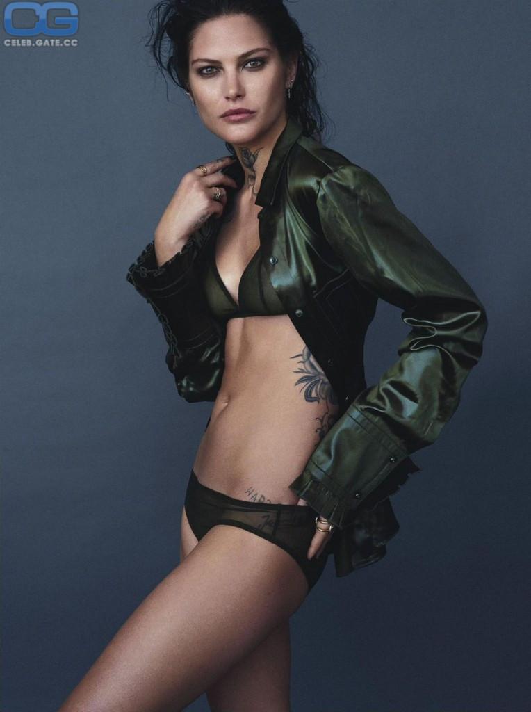 Catherine Mcneil  nackt