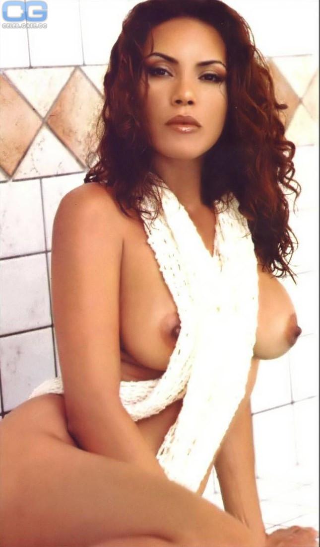 Linda Tran  nackt