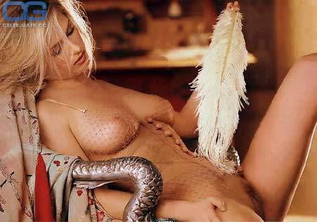 Dina Brooks  nackt