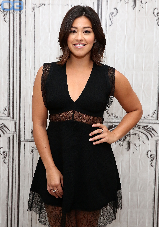 Gina Rodriguez  nackt