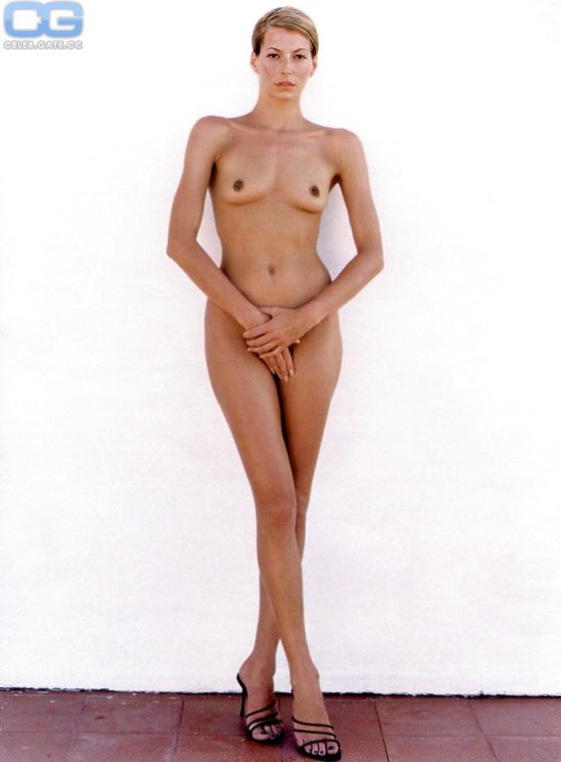 Giulia Siegel  nackt