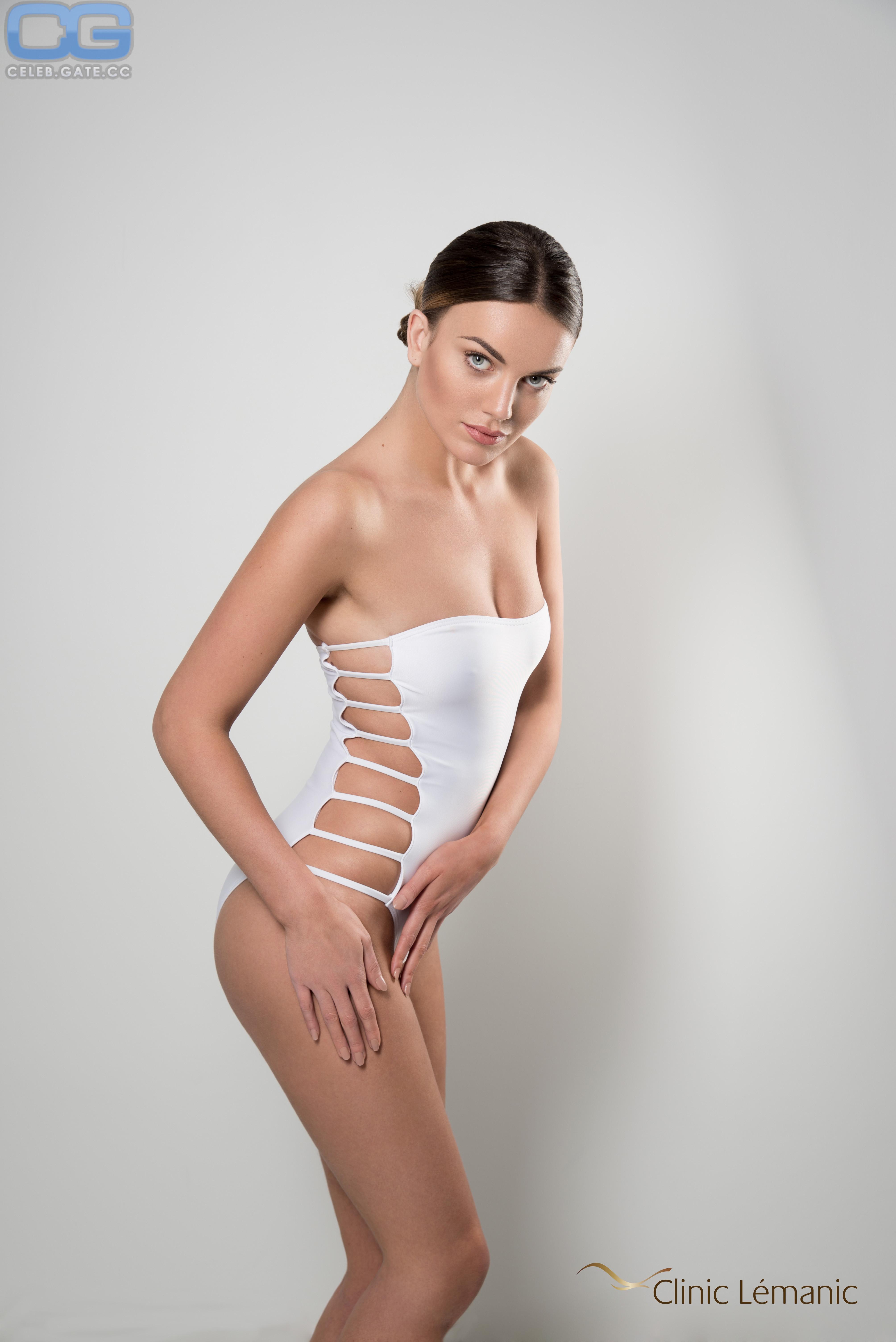 hall naked Hanna