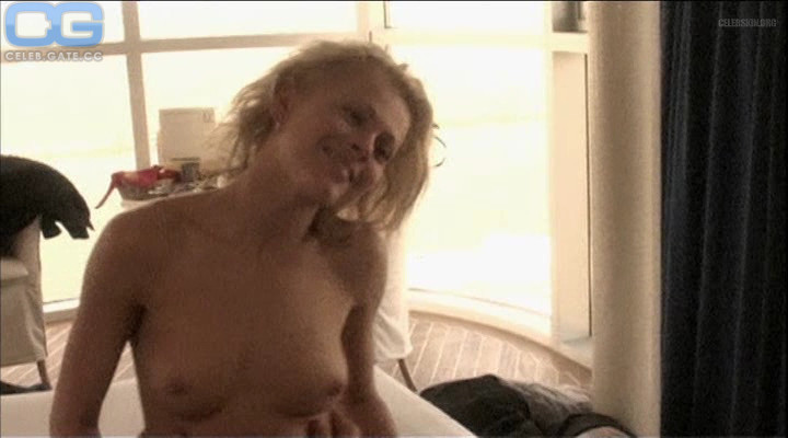 Isabell Polak  nackt