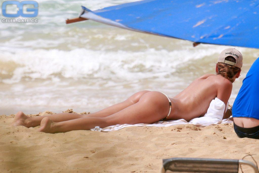 Goulart topless izabel Izabel Goulart
