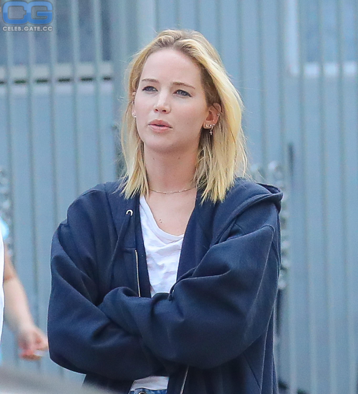 Jennifer Lawrence nude look