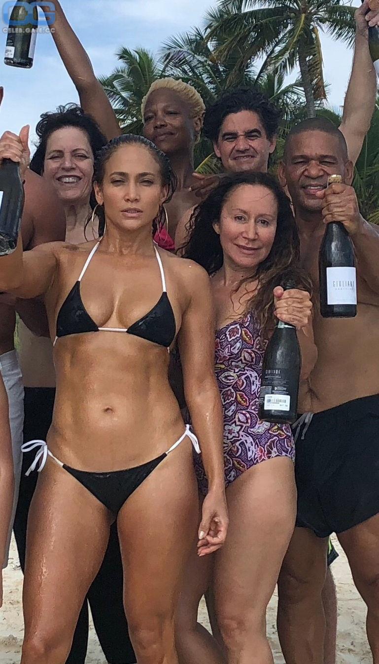 Jennifer Hof  nackt