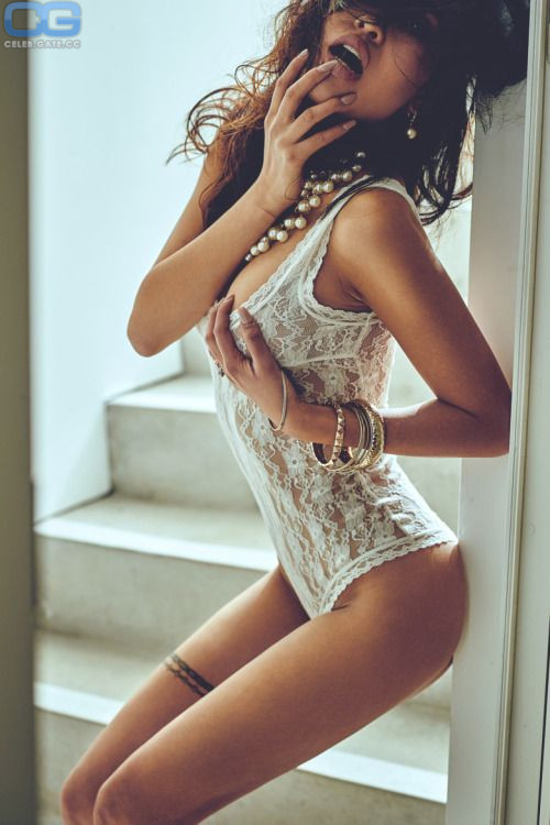 Jenny Pham  nackt