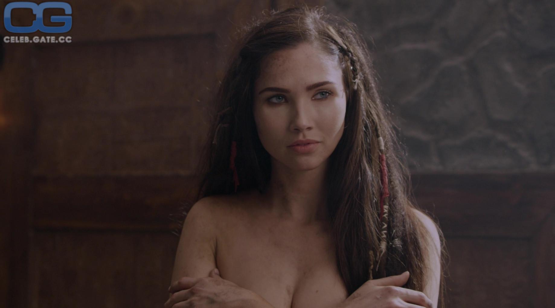 Jessica nackt Alexander Outcry after