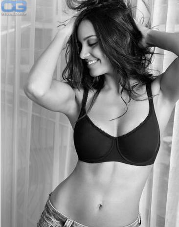 Jessica Lucas  nackt
