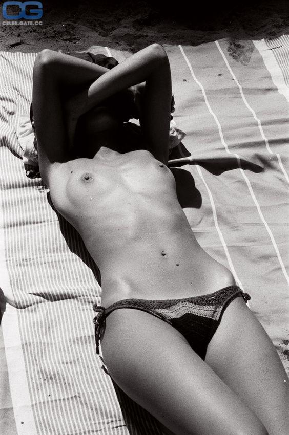 Joanna Lumley  nackt