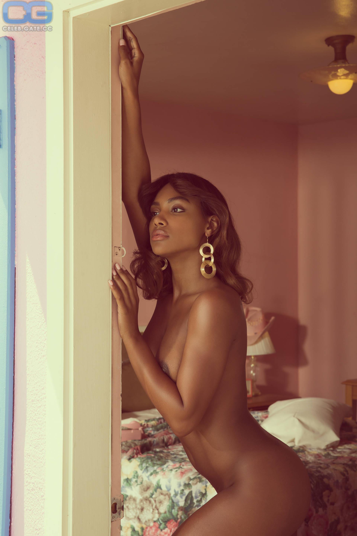 Jasmine Jordan  nackt