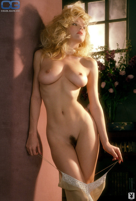 Kylie Foster  nackt