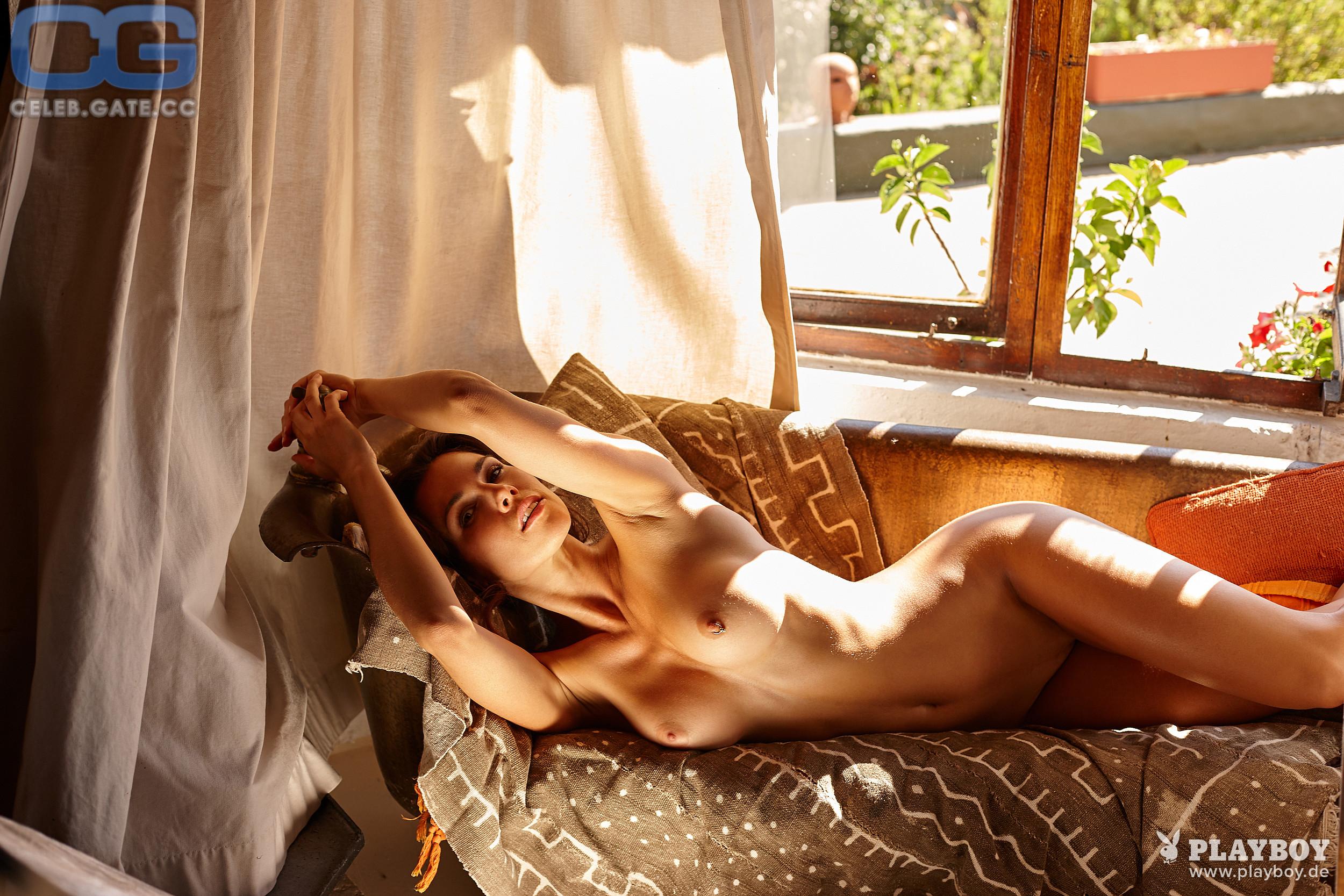 Katerina Giannoglou  nackt