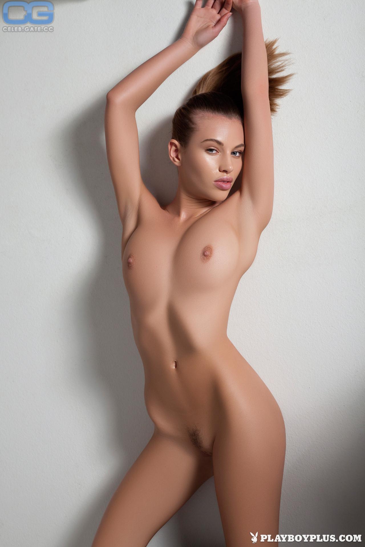 Katia Martin  nackt