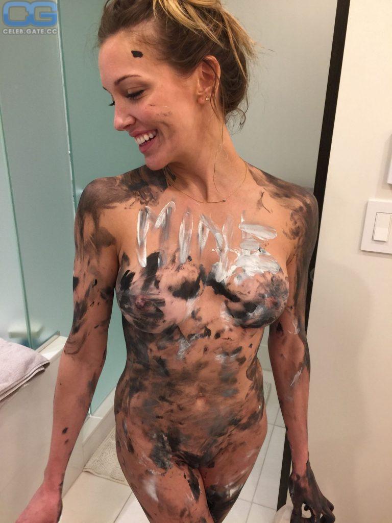Smith nackt Katie  Shocking photos