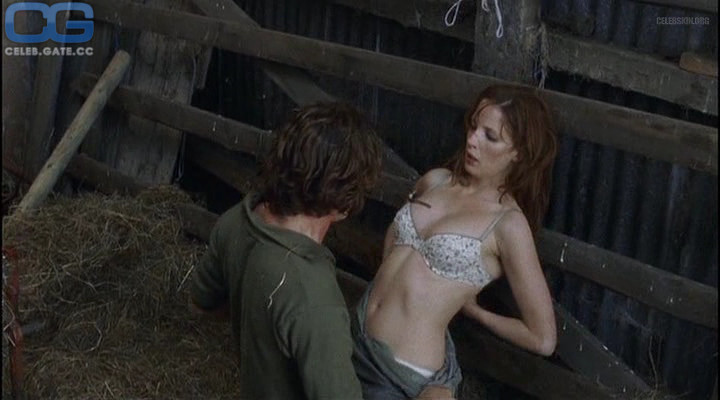 Naked kelly reilly Kelly Reilly