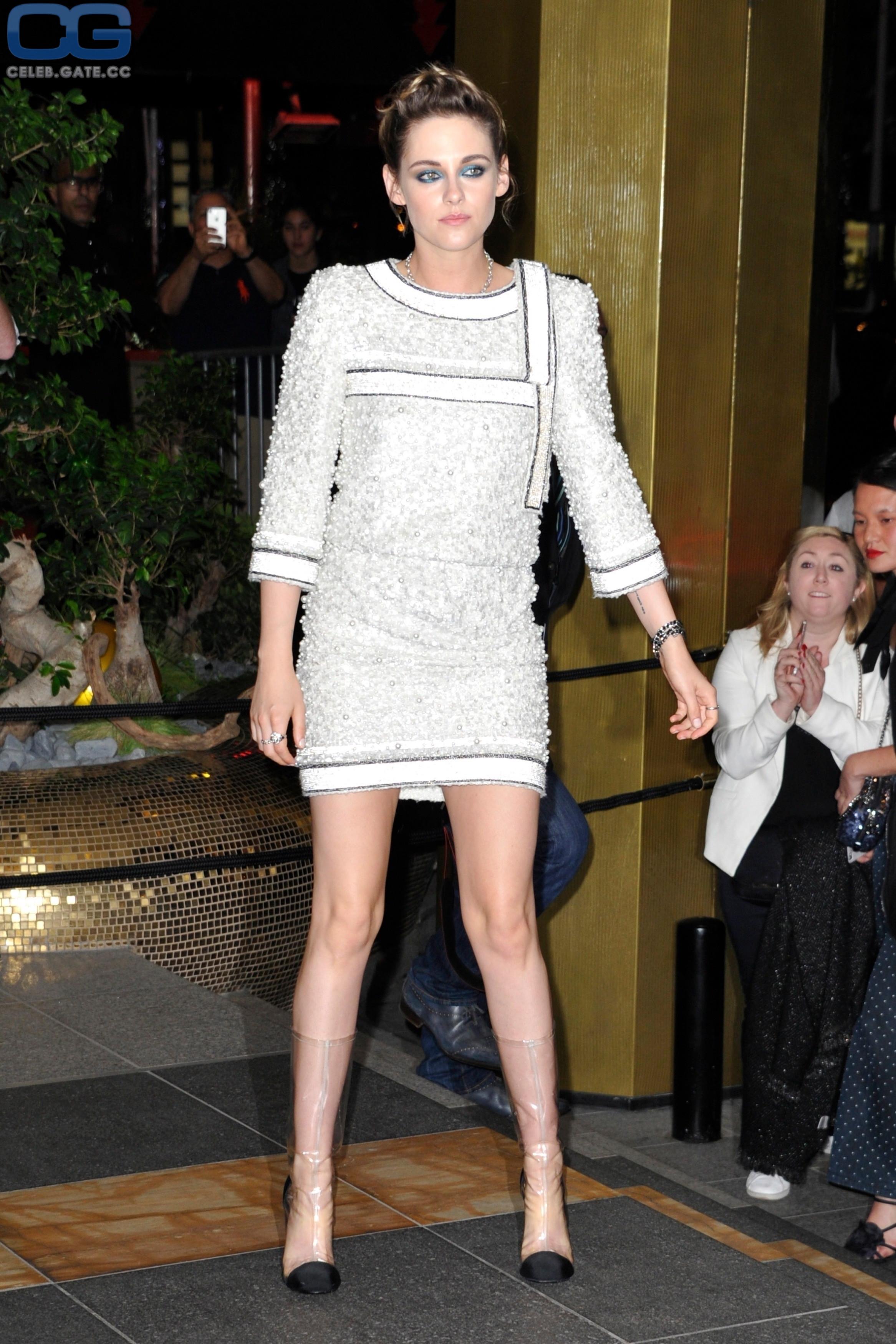 Kristen Stewart feet