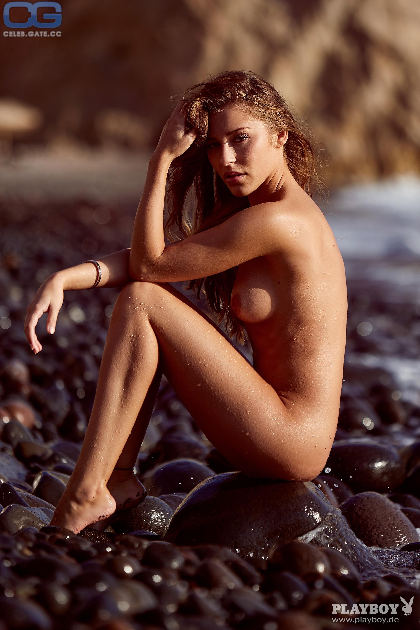 Levina  nackt