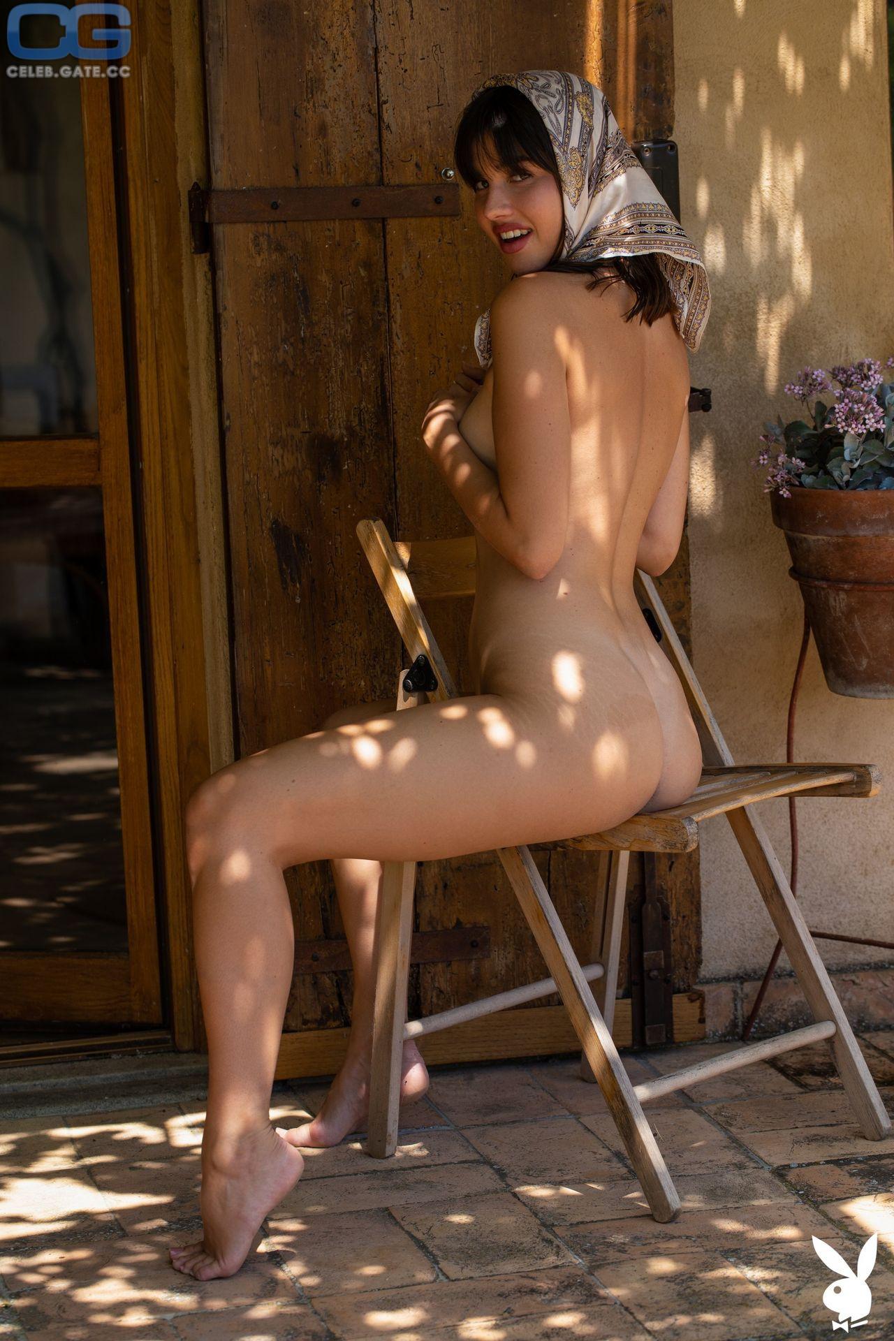 Laura Devushcat  nackt