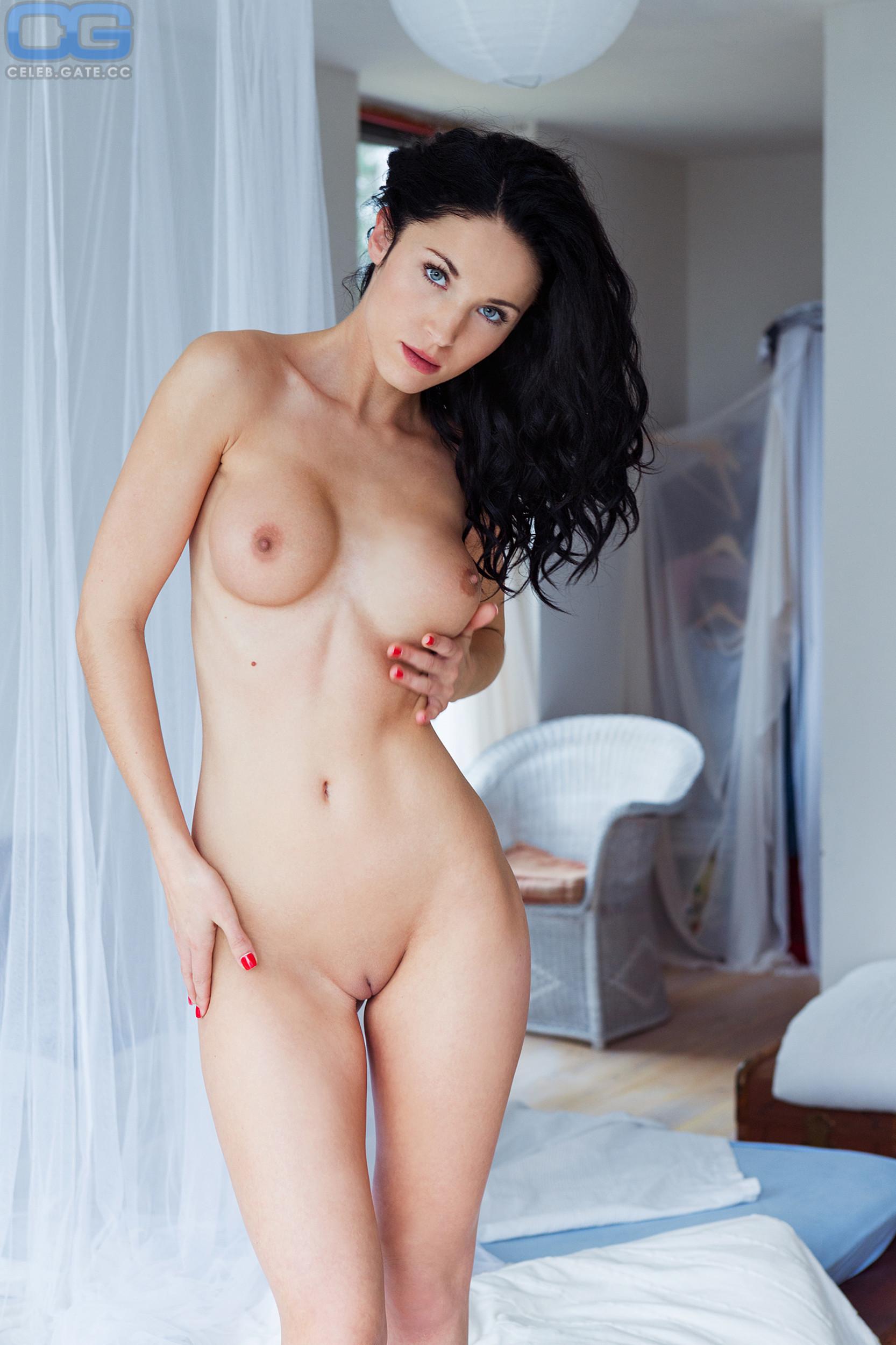 Laura Kaiser  nackt