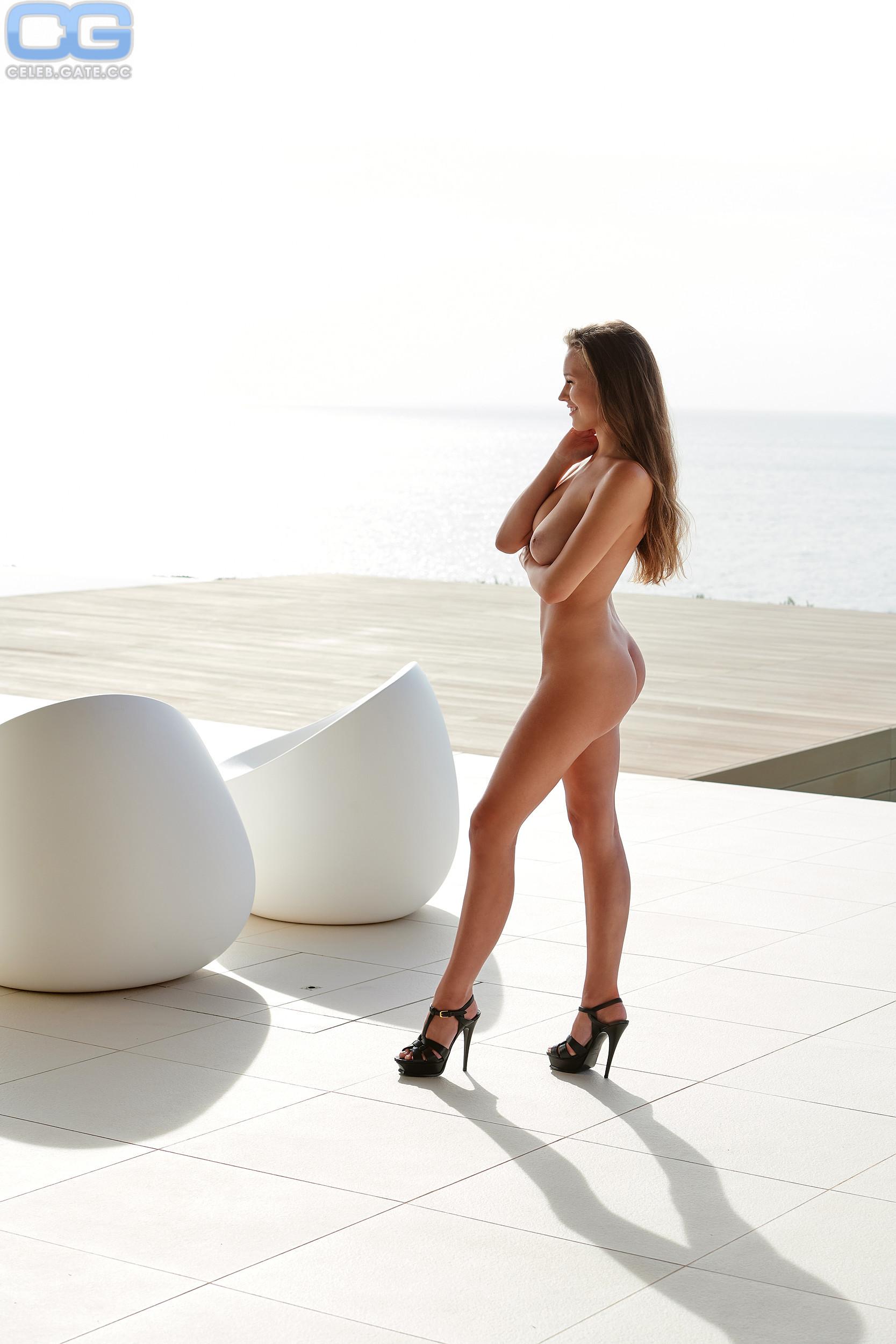 Laura Sophie Mueller Nackt Nacktbilder Playboy Nacktfotos Fakes Oben Ohne