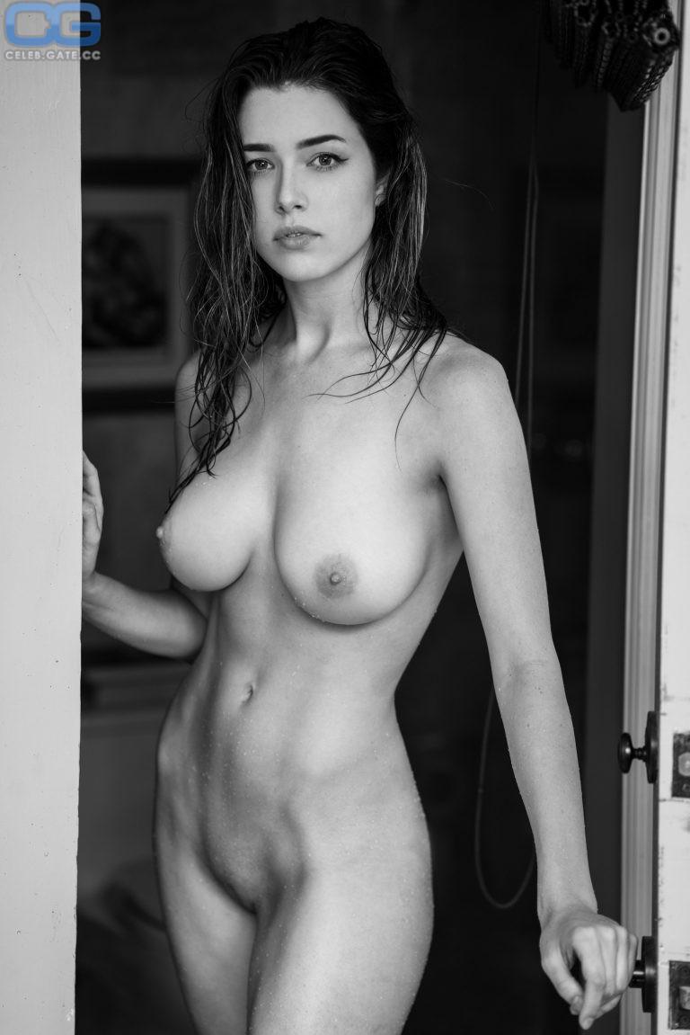 Lauren Summer Topless