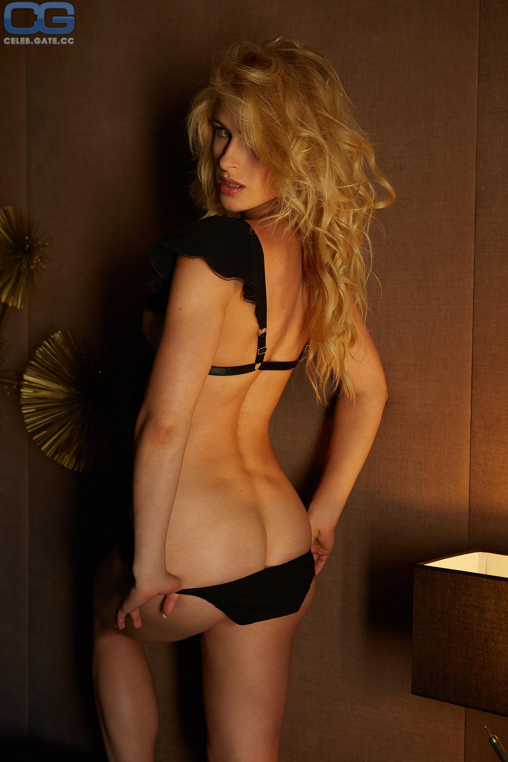 Nackt lea götz Miss November: