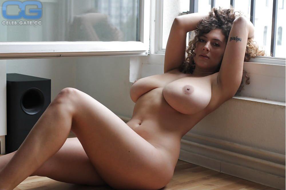Playboy nackt leila lowfire Leila Lowfire: