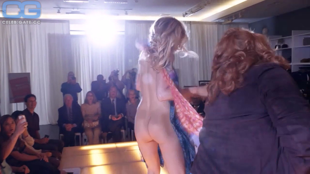 Superstar Lisa Rogers Naked Photos