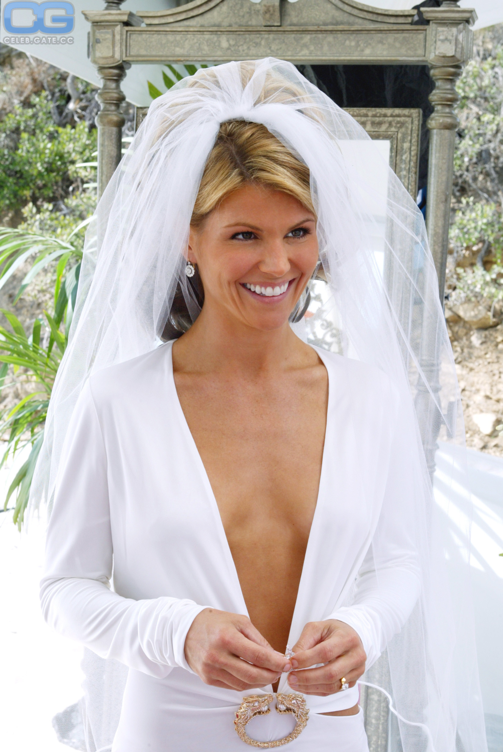 20+ Lori Loughlin Topless  Pictures