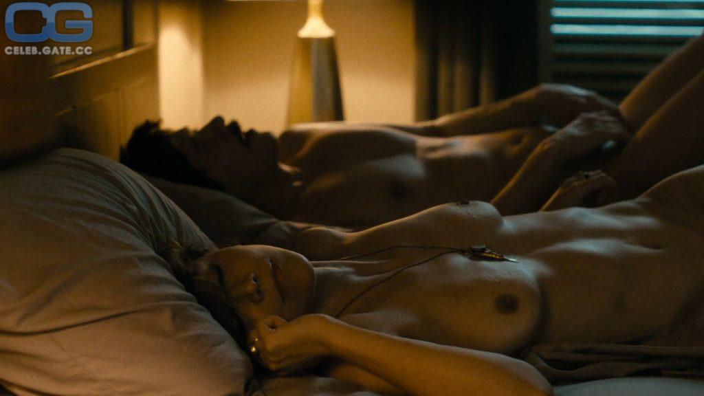 Gyllenhaal nackt Maggie  Maggie Gyllenha