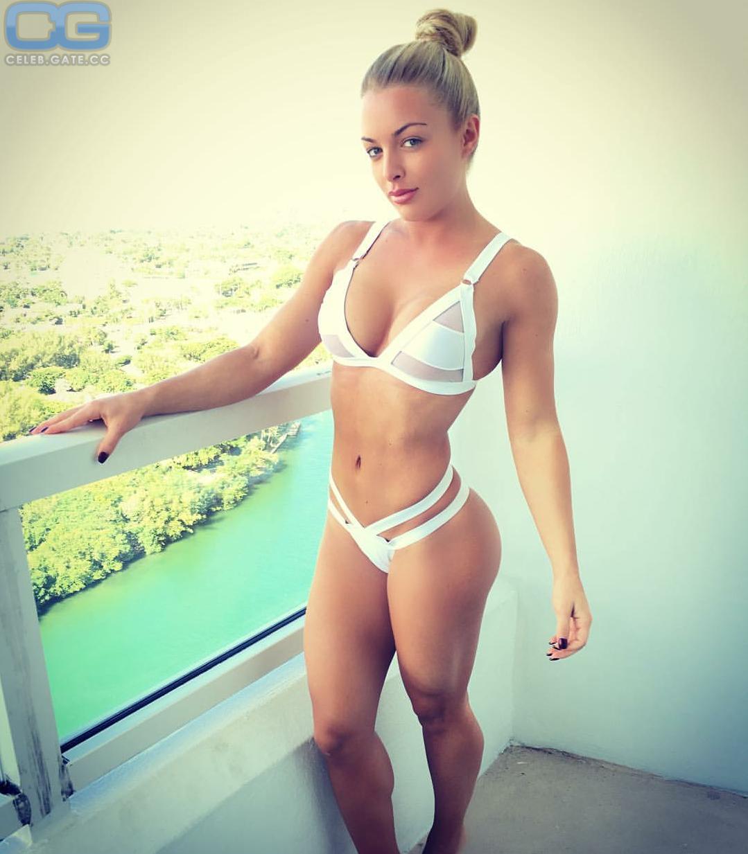 Mandy Rose  nackt