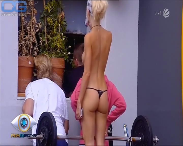 Mia Julia Brueckner koerper