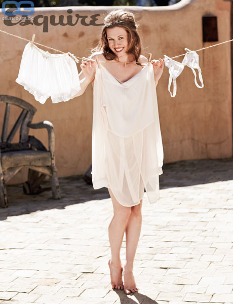 Nackt  Mireille Enos Celebrity Nudeflash
